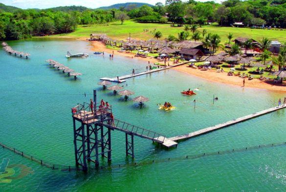 praia-da-figueira-0800-184320108_585x393